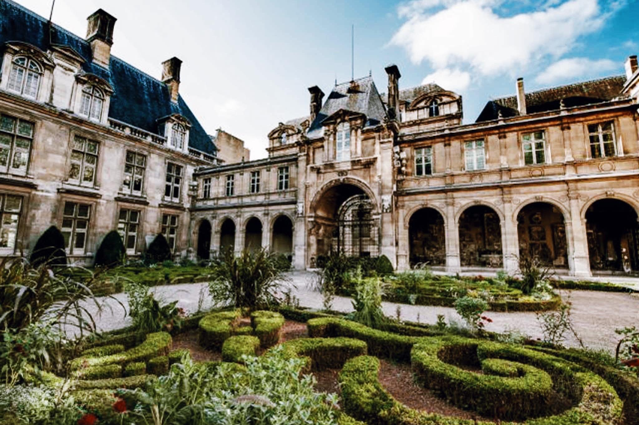 Marias-Paris-Tour-Guided-Walking